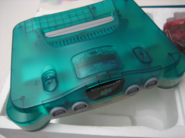 Boxed Nintendo 64 console - Clear Blue - Click Image to Close